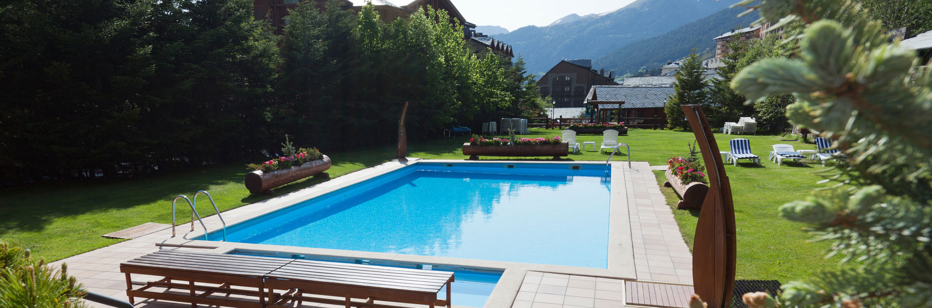 Familiar hotels in Soldeu with outdoor pool in summer