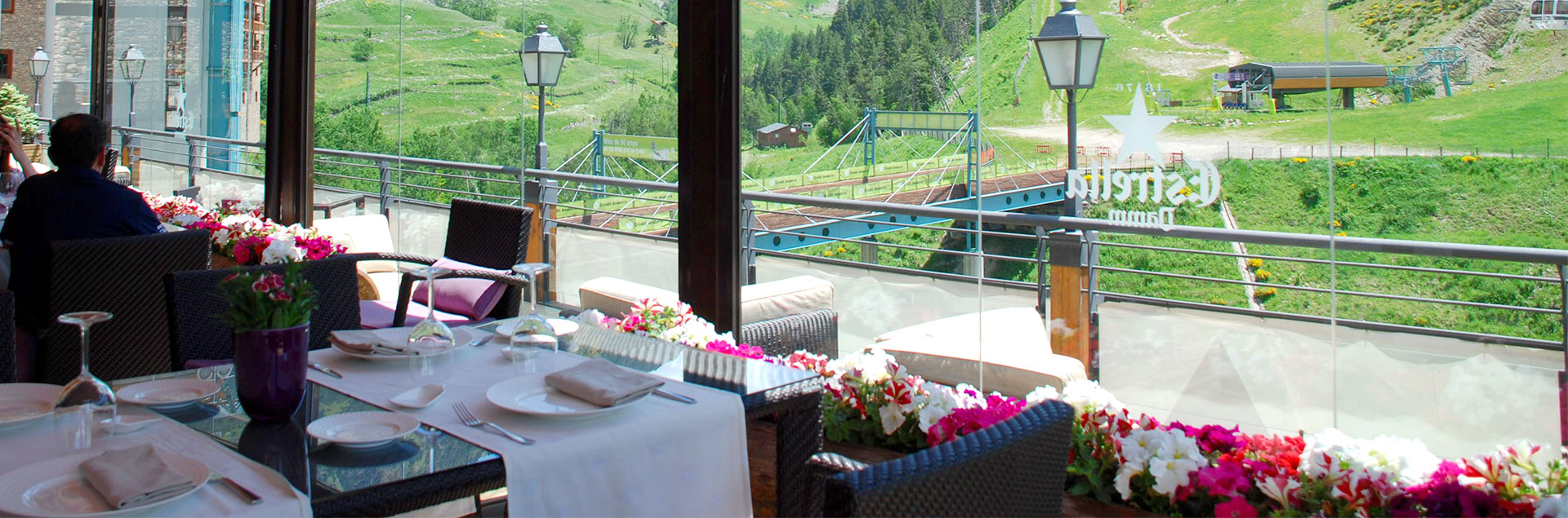 restaurant with terrace and views in soldeu